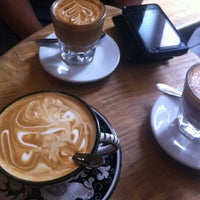 Foto tirada no(a) La Colombe Coffee Roasters por Davina A. em 10/4/2012