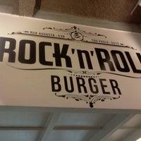 Foto tomada en Rock 'n' Roll Burger por John C. el 11/22/2012
