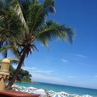 Das Foto wurde bei Kata Beach Resort & Spa von Asya S. am 5/15/2013 aufgenommen