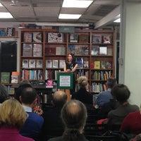 Photo prise au Politics & Prose Bookstore par Christopher G. le3/5/2013