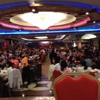 Photo prise au Jing Fong Restaurant 金豐大酒樓 par Stephanie D. le4/20/2013