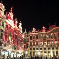 4/15/2013 tarihinde Ирина С.ziyaretçi tarafından Grand Place / Grote Markt'de çekilen fotoğraf