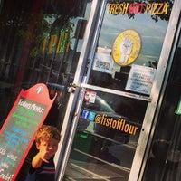 Снимок сделан в Fist of Flour Pizza Doughjo пользователем Mark B. 4/20/2014