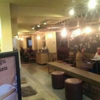 Das Foto wurde bei Starbucks von Barış I. am 3/5/2014 aufgenommen