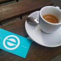 Foto tomada en Espresso Embassy por Adam J. el 7/5/2013