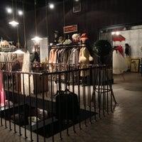 Das Foto wurde bei Oldich Dress & Drink von Поросенок Петр .. am 12/11/2012 aufgenommen
