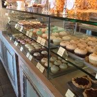 Photo prise au Bird Bakery par Ron S. le11/1/2012
