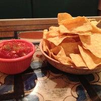Снимок сделан в Dos Machos Restaurant пользователем Crystal R. 1/13/2013