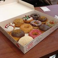 Снимок сделан в Krispy Kreme пользователем Настюша 12/15/2013