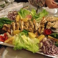Foto scattata a Cunda Balık Restaurant da SEVGI Y. il 3/16/2013