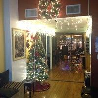 12/14/2012 tarihinde Deborah H.ziyaretçi tarafından Admirations Hair It Iz'de çekilen fotoğraf