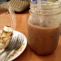 Foto scattata a Felicitous Coffee & Tea House da Shannon V. il 9/17/2013