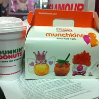 Foto tomada en Dunkin' Donuts / Baskin Robbins por London S. el 11/14/2012