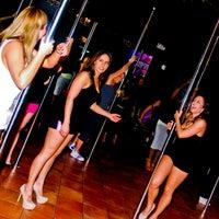 รูปภาพถ่ายที่ Stripper 101 โดย Learnto P. เมื่อ 12/11/2012