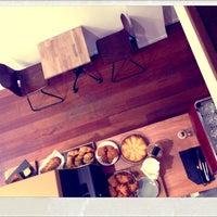 Снимок сделан в Parlor Coffee Roasters пользователем Y O. 11/3/2012
