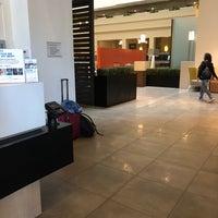 Foto scattata a Embassy Suites-Breakfast Buffet da Luz V. il 6/18/2018