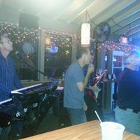 Foto tomada en Toasted Monkey Beach Bar  por Loretta P. el 1/18/2013