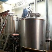 Снимок сделан в San Pedro Brewing Company пользователем Steve A. 10/10/2012