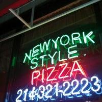 Foto scattata a Lover's Pizza & Pasta da Mandi W. il 11/7/2012