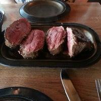 Das Foto wurde bei Lindey's Prime Steak House von Sara E. am 5/1/2013 aufgenommen