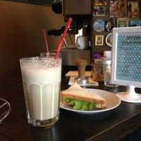 Foto scattata a Good Morning Coffee da Oksana D. il 5/23/2013