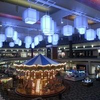 Снимок сделан в Maplewood Mall пользователем George Varghese M. 1/10/2013