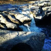 Foto tirada no(a) McKinney Falls State Park por Lauren P. em 1/10/2013