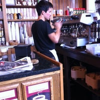 Foto tirada no(a) Bridgeport Coffee Company por Landis em 12/8/2012