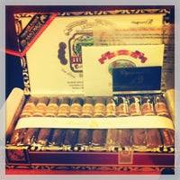 Photo prise au Cigars and Co par Fabrizio C. le5/15/2013