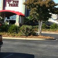 Foto tomada en Frankies Fun Park por Lisa A. el 11/10/2012