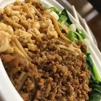 Foto tirada no(a) Happy Eating: Big Bang Noodles por Patty G. em 10/21/2017