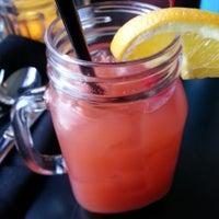 12/2/2012 tarihinde Raoul S.ziyaretçi tarafından Elberta Restaurant and Bar'de çekilen fotoğraf