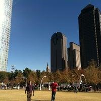 Foto tomada en Klyde Warren Park por Alejandra R. el 11/24/2012