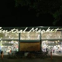 Foto scattata a Central Market da T. Frank S. il 3/24/2013
