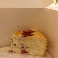 Das Foto wurde bei Lady M Cake Boutique von Kenny K. am 3/24/2018 aufgenommen