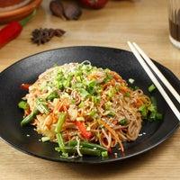 Foto tirada no(a) Joly Woo por Стрит-фуд кафе вьетнамской кухни JOLY WOO em 3/20/2017
