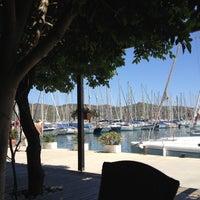 5/27/2013 tarihinde Meral K.ziyaretçi tarafından Mod Yacht Lounge'de çekilen fotoğraf
