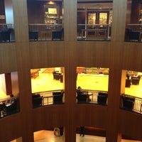 รูปภาพถ่ายที่ Marlene and Nathan Addlestone Library โดย Kendyle S. เมื่อ 11/14/2012
