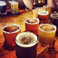 Foto tirada no(a) NoDa Brewing Company por Sean O. em 7/20/2013