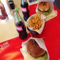 3/18/2014 tarihinde Rojda I.ziyaretçi tarafından Biber Burger'de çekilen fotoğraf