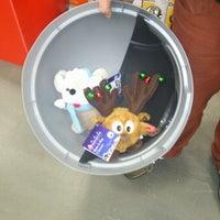 Foto diambil di B&Q Warehouse oleh Valerie V. pada 12/30/2012