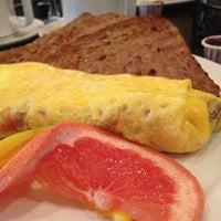 Photo prise au Paul's Place Omelettery Restaurant par Gagan D. le7/27/2013