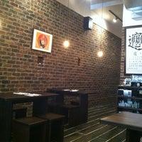 10/4/2012 tarihinde Christina H.ziyaretçi tarafından Xi'an Famous Foods'de çekilen fotoğraf