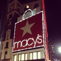 รูปภาพถ่ายที่ Macy's โดย Caroline H. เมื่อ 3/22/2013