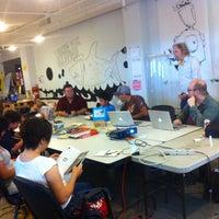 Foto diambil di LA Makerspace oleh Tara Tiger B. pada 6/16/2013