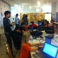 Foto diambil di LA Makerspace oleh Tara Tiger B. pada 6/24/2013