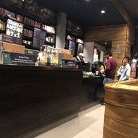 Снимок сделан в Starbucks пользователем Juan Diego S. 4/22/2018