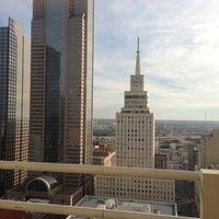 รูปภาพถ่ายที่ Magnolia Hotel โดย Stefanny T. เมื่อ 11/22/2012