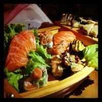 Foto tirada no(a) Hanbai Sushi Bar por Pamela L. em 12/1/2012