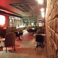 Foto tirada no(a) Bricks Coffee & Bistro por Volkan ö. em 1/1/2016
